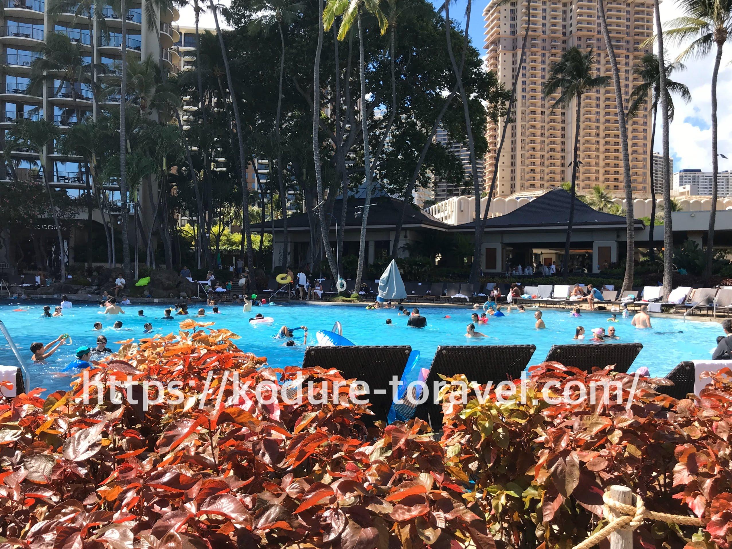 ヒルトンハワイアンビレッジで広いプール